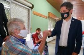 Magdalena: el gobernador Kicillof visitó un operativo de vacunación y recorrió obras en un hospital