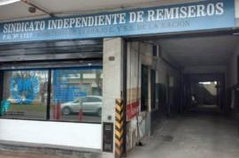 """Acusan a funcionarios municipales de La Plata de """"robarle habilitaciones en la cara"""" a los remiseros"""