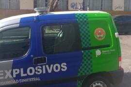 """Vicente López: la detonación de una bomba hizo """"volar"""" a dos efectivos de la Brigada de Explosivos"""