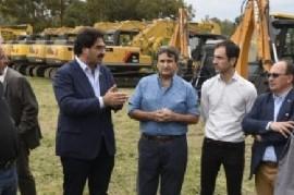 El Gobierno bonaerense entregó máquinas para la 1° etapa del Plan de Mejoramiento de Caminos Rurales
