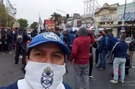 """De nuevo en una estación de trenes: seguidores del """"Pata"""" Medina atacaron un obrador de La Plata"""