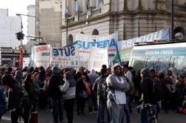 Arrancó el paro docente de 72 horas y sigue la tensión entre el Gobierno de Vidal y los gremios
