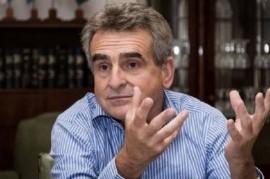 """El ministro de Defensa, Agustín Rossi, dijo que un golpe de Estado es """"un escenario improbable"""""""