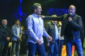 Martín Insaurralde y Sergio Massa, rivales directos en 2013, juntos en el Luna Park