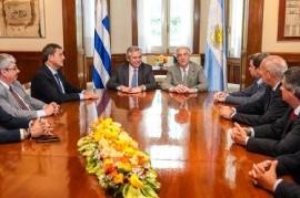 """En Uruguay, Alberto Fernández dijo que con dicho país """"estamos obligados a tener el mejor vínculo"""""""