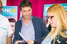 San Miguel: el candidato del Frente de Todos, Franco La Porta, entregó lentes de prescripción médica