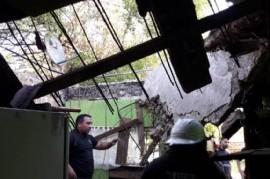 Se le desplomó el techo de su casa y pide ayuda, pero los Gobiernos de Cambiemos dicen que no pueden