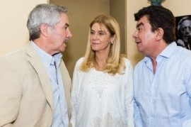 El ex gobernador bonaerense Felipe Solá llevó su campaña a La Matanza: estuvo con Magario y Espinoza