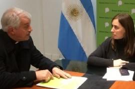 Vidal sigue con buenas señales a los católicos: firmó un plan de obras con un obispo cercano al Papa