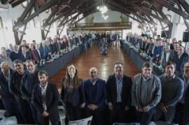 Vidal, en su primera reunión con intendentes oficialistas, escuchó en silencio las críticas a Macri