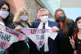 Fernández promulgó la Ley de empleo formal para personas travestis, transexuales y transgénero