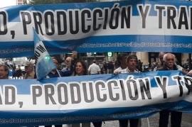 PyMEs marcharon al Congreso y Plaza de Mayo para pedir que se declare la emergencia productiva