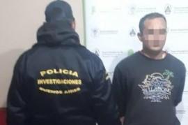 Iba a patear un penal, pero fue detenido por policías vestidos como jugadores de fútbol