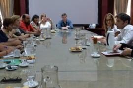 Kicillof recibió por primera vez a gremios docentes: paritarias y condiciones de trabajo, en agenda