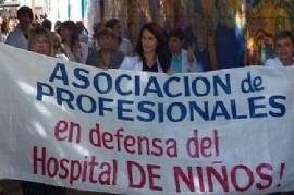 Profesionales y trabajadores realizaron un nuevo abrazo simbólico al Hospital de Niños de La Plata