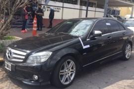 La Plata: detuvieron a un hombre que le cargó nafta a su lujoso Mercedes Benz y huyó sin pagar