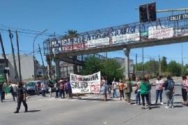 """""""Los invisibles de la Pandemia"""": protesta en apoyo a enfermeras y enfermeros despedidos  en La Plata"""